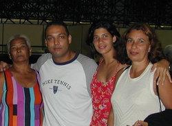 Iza,Juba, Sister e Mommy nas despedidas de aeroporto